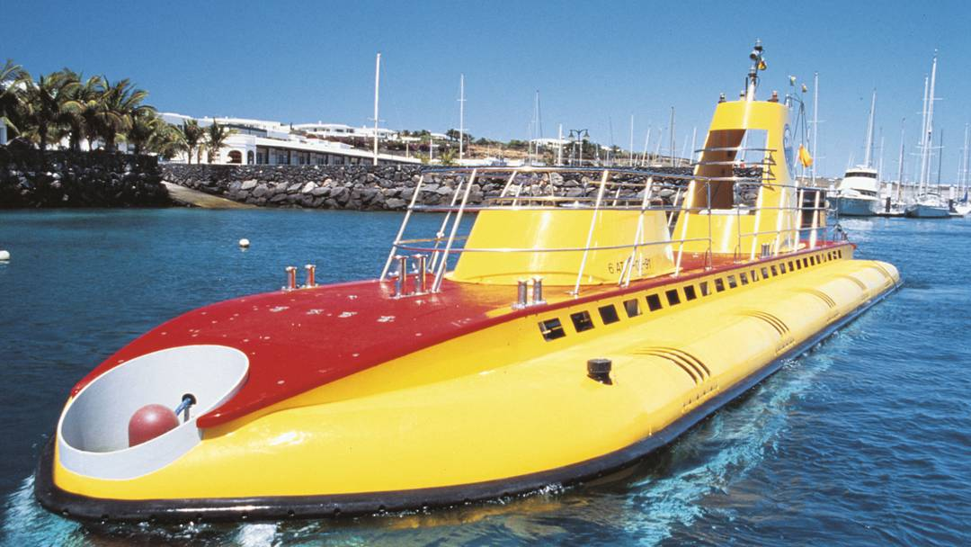 yellow and red submarine - ride a submarine