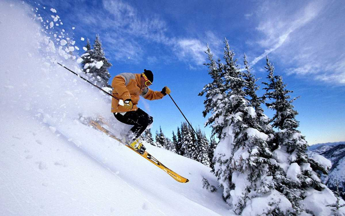 Skiing in Kufri - things to do in India