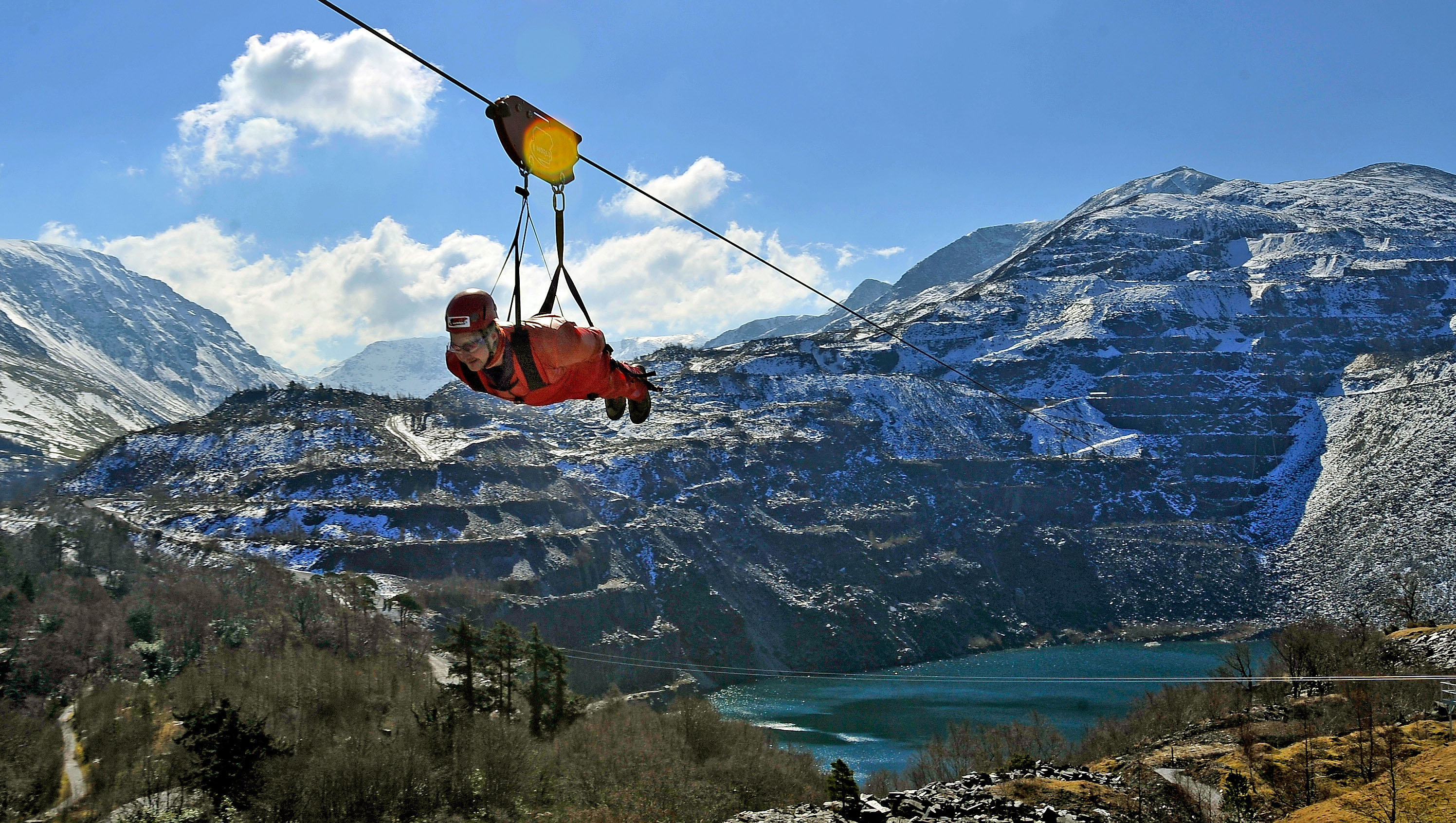 boy with orange suit zipworld - zipline