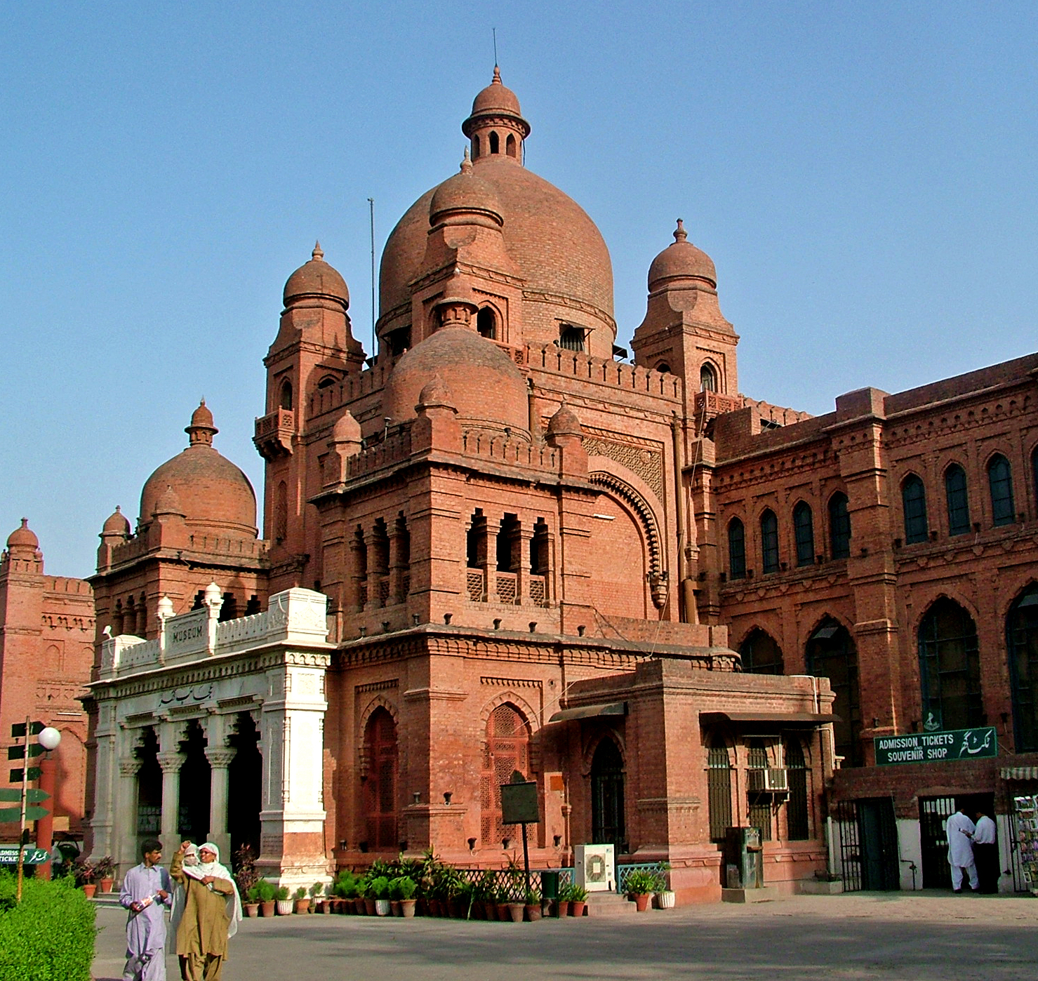 lahore meusuem - things to do in Lahore