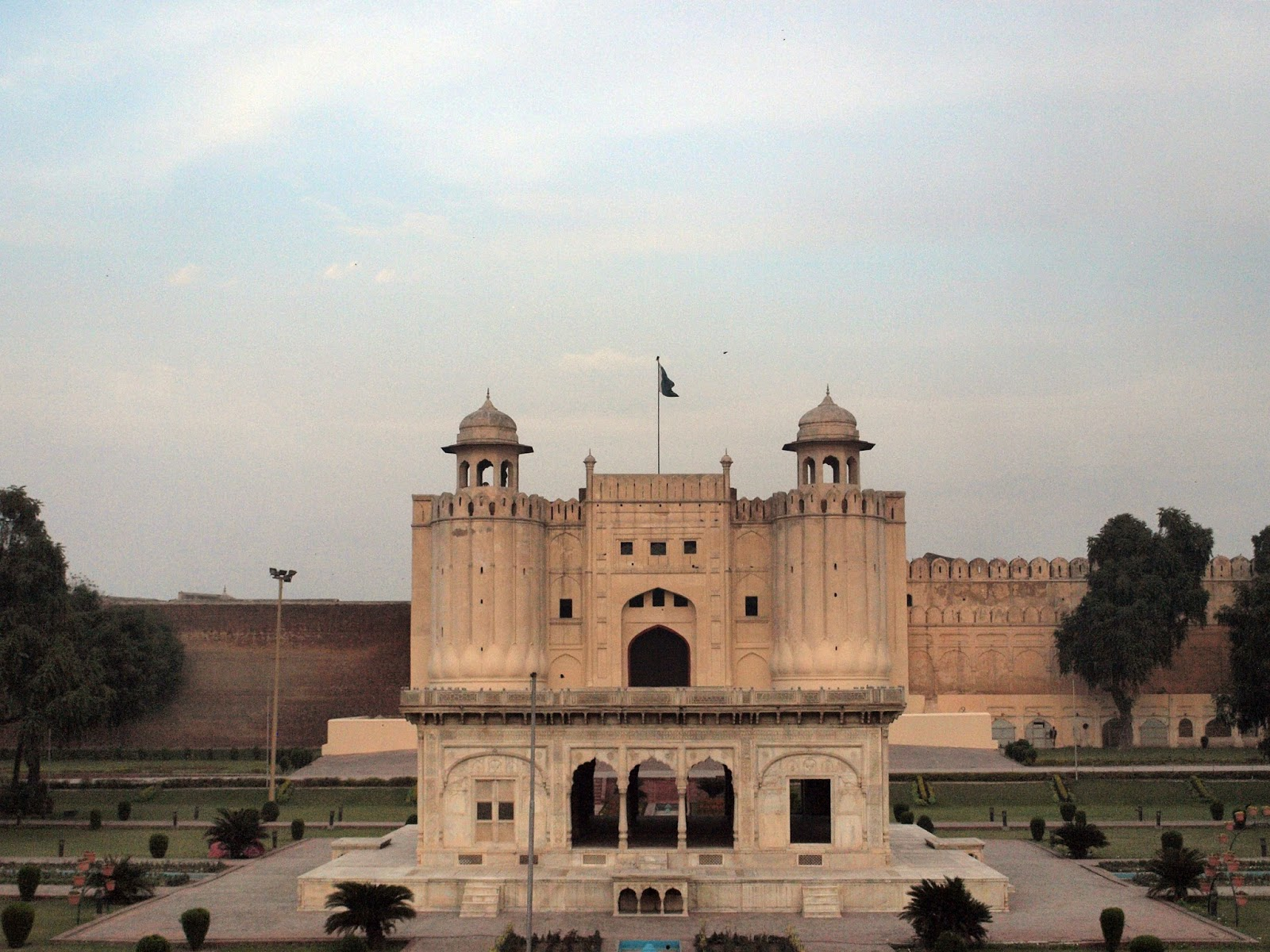 lahore fort - things to do in Lahore