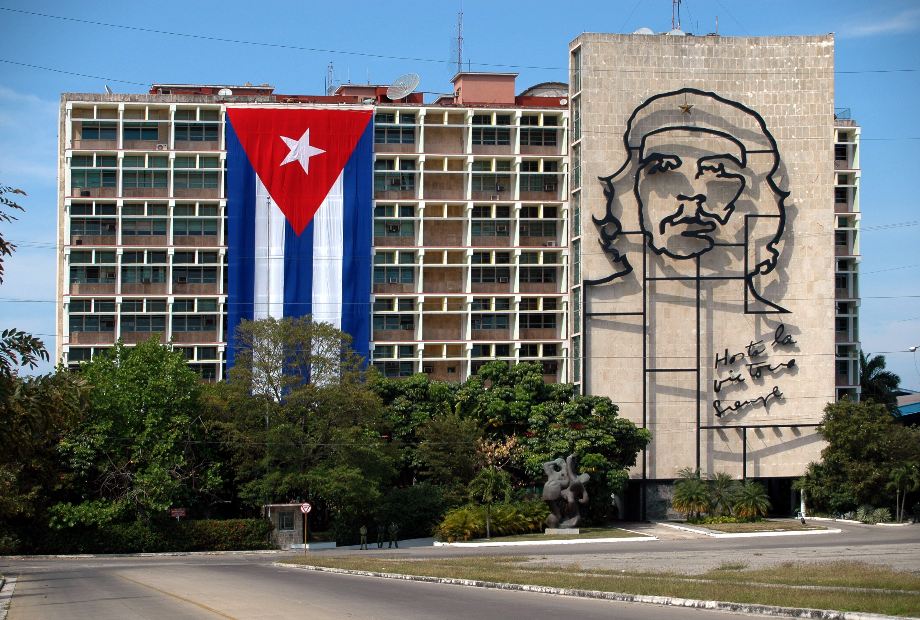 giant portrait of Che Guevara, Things to see in Cuba