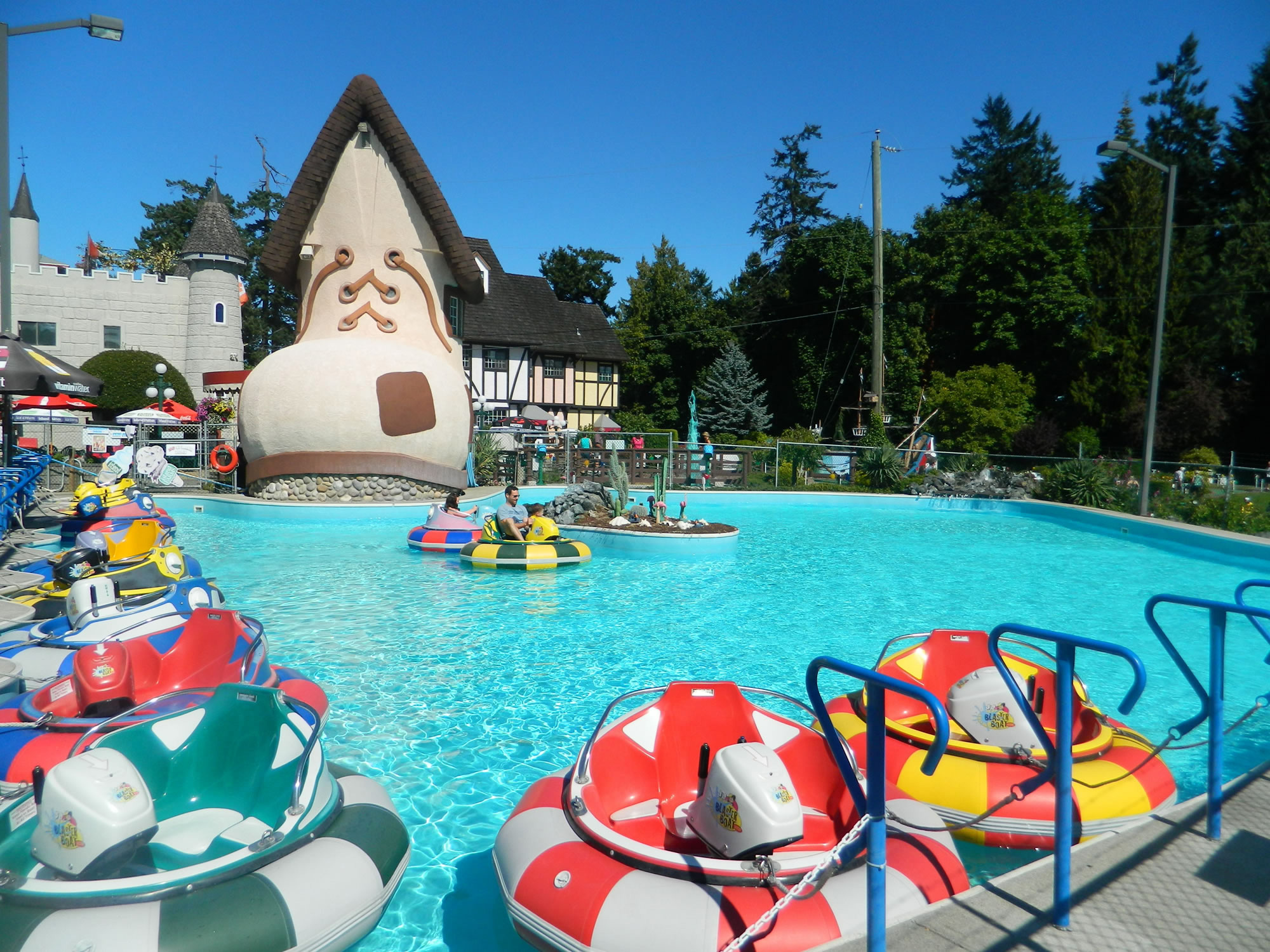 Fun Paradise Park - bumper boats