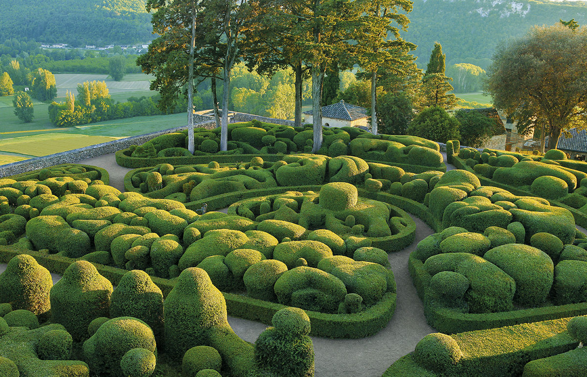 Gardens in Vezac France - places to visit in the world