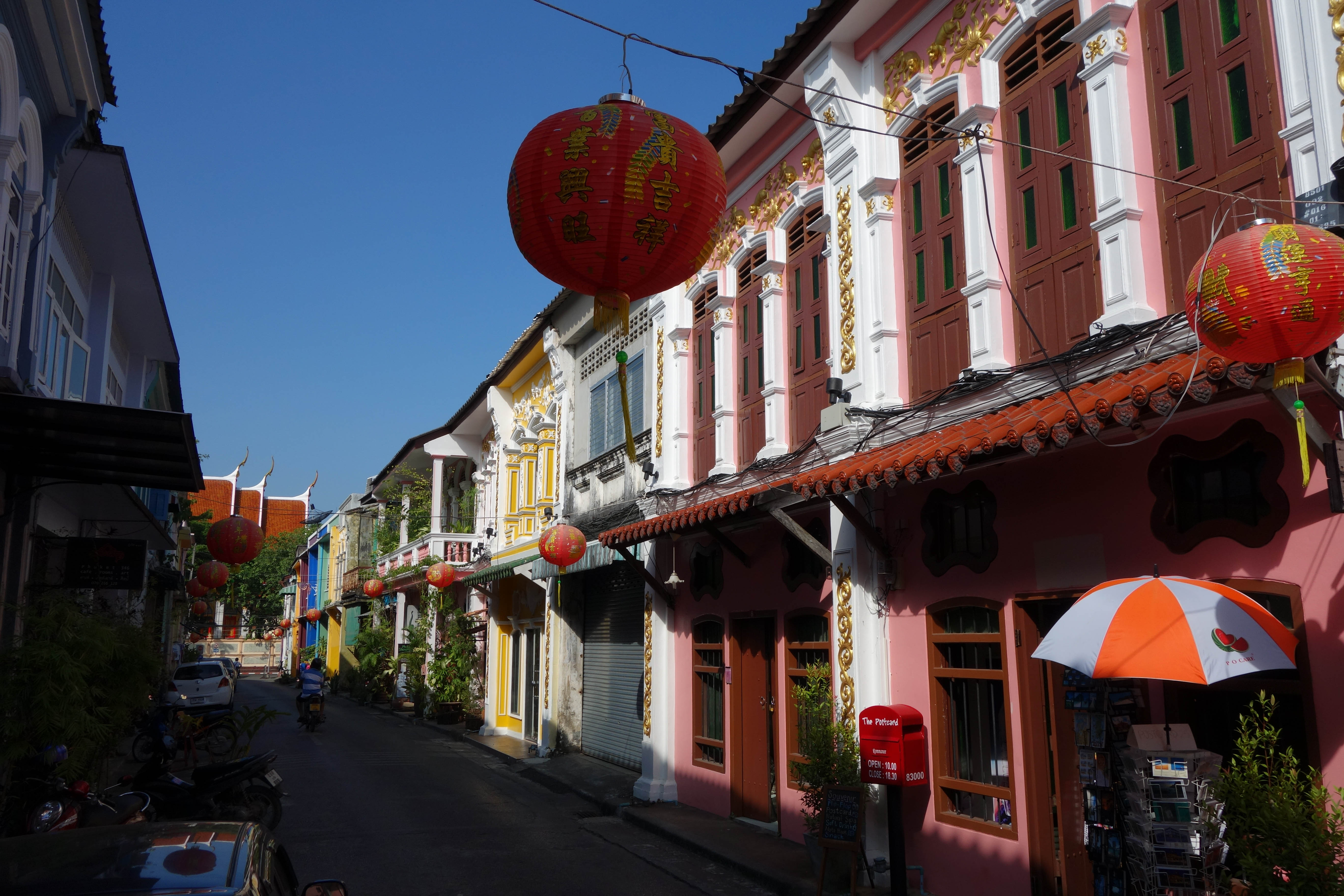 Soi Romanee - Colorful building - things to do in Phuket